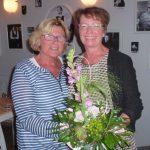 Doris gratuliert Kordula.2.komp