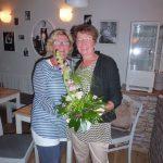 Doris gratuliert Kordula.komp