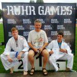 Trainer Uli Krieger (Mitte) ist stolz auf seine Schützlinge Lukas Bahlmann (l.) und Aleksandar Jurukovic (r.)